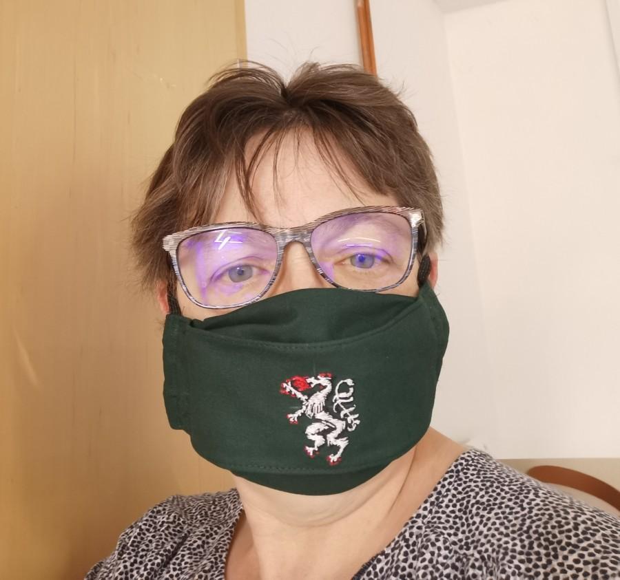 Produzieren Masken mit Innentasche und auf Wunsch mit Logo